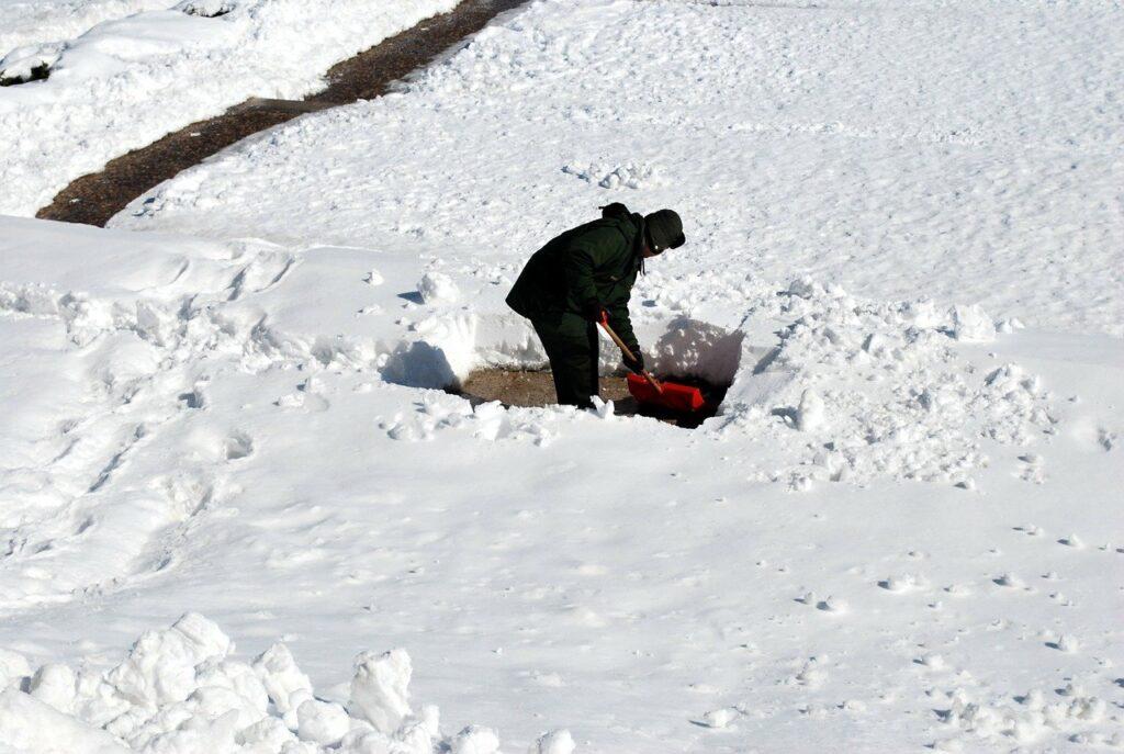 shoveling 17328 640 1